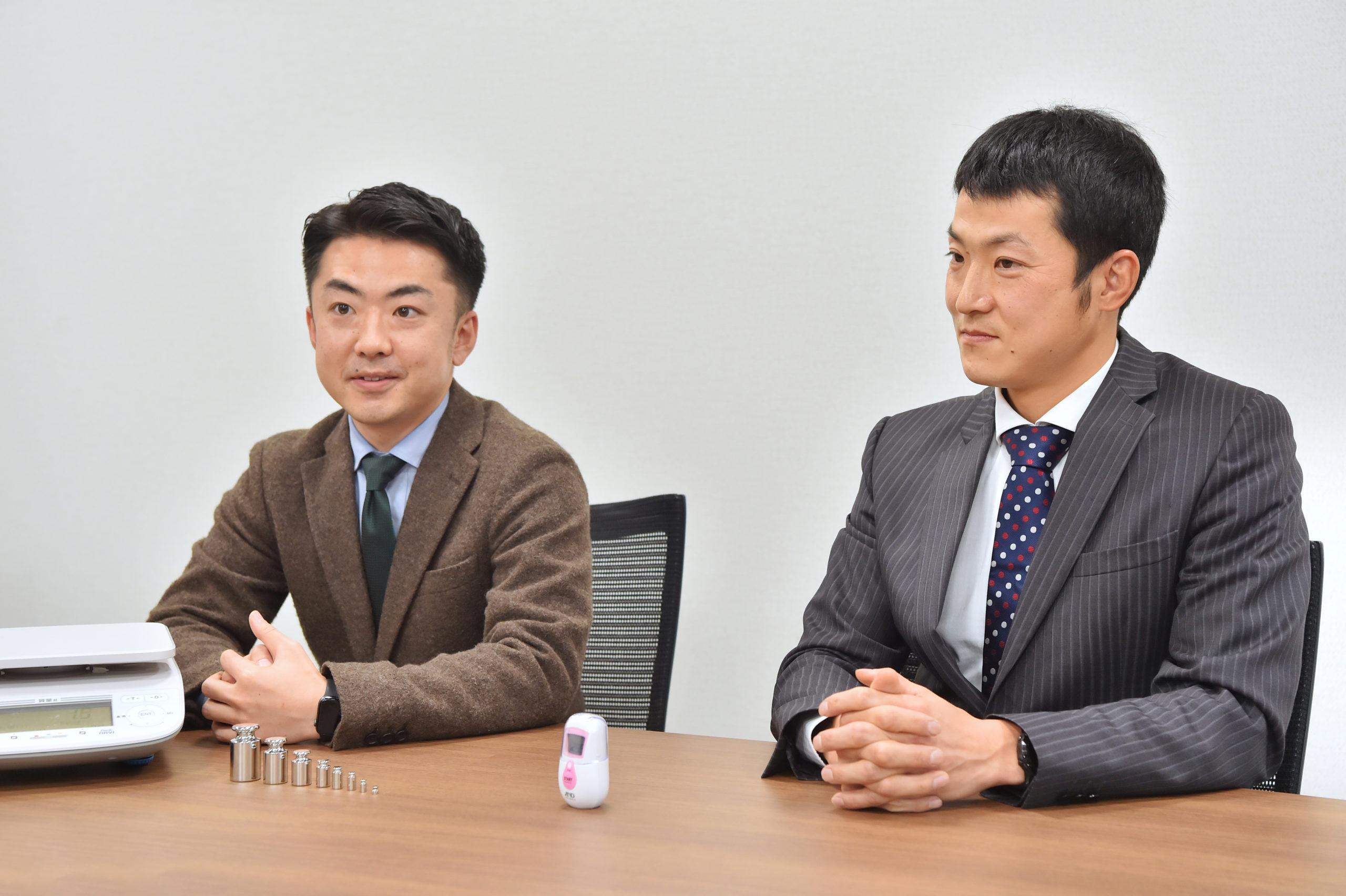 ライター大塚の質問に的確に答えてくださる石蔵裕晃さん