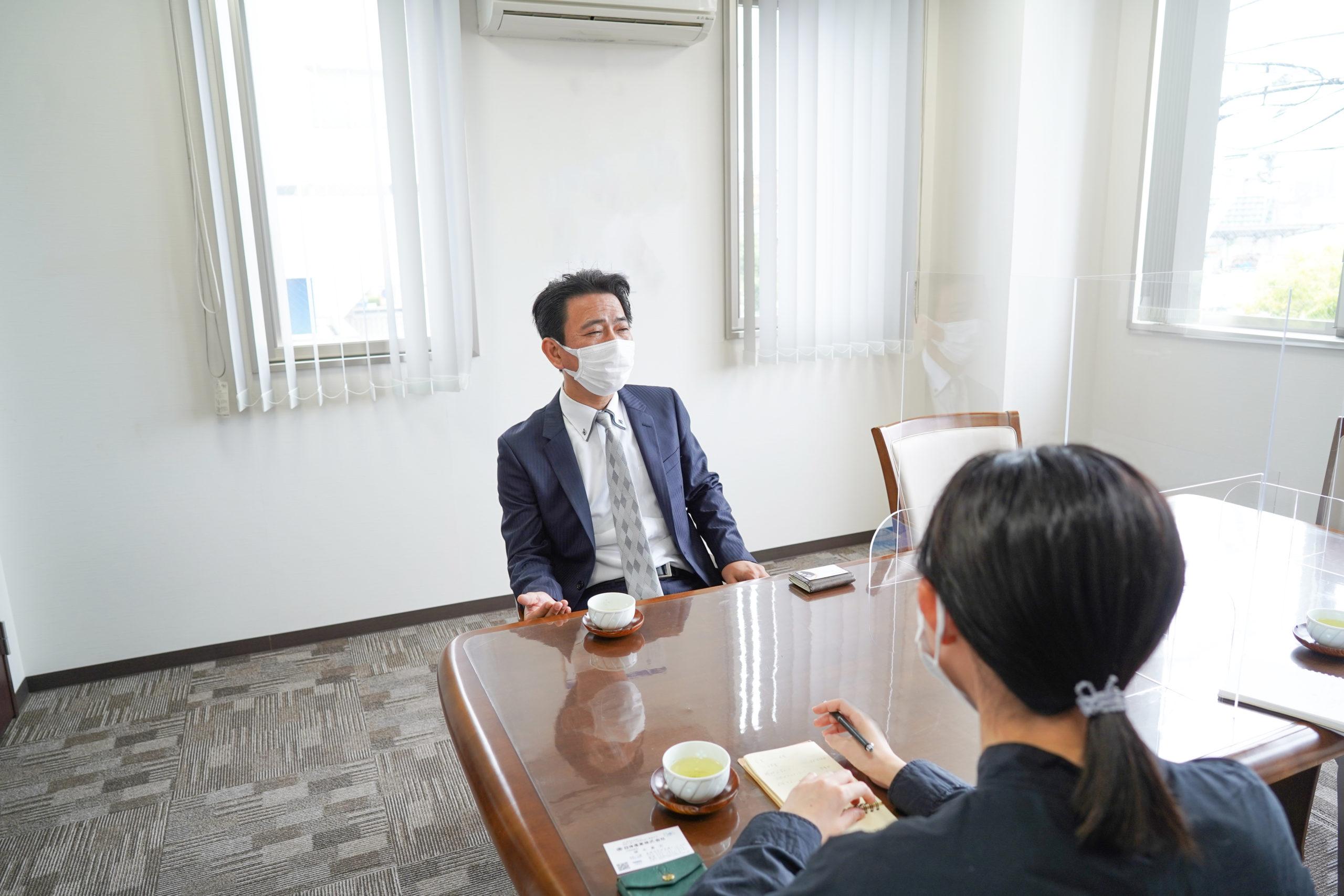 日伸産業株式会社の植木社長とライターの大塚